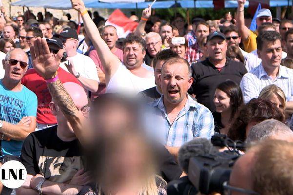 Un militant du Front National effectuant un geste nazi : c'était le 3 septembre dernier à Brachay lors de la rentrée politique de Marine Le Pen.