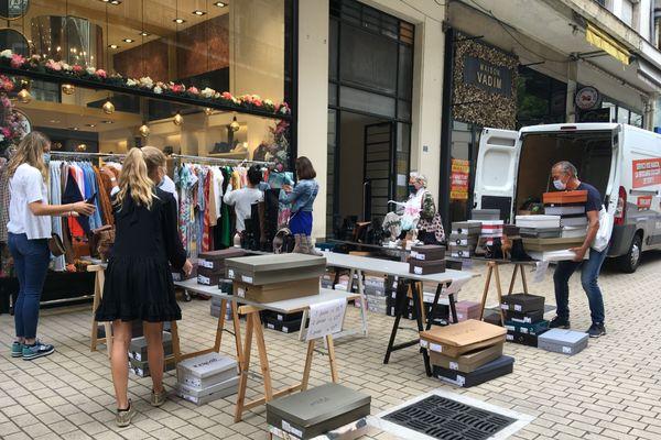 Environ 150 commerces participent à la grande braderie, les 4 et 5 septembre, dans le centre-ville de Nantes.