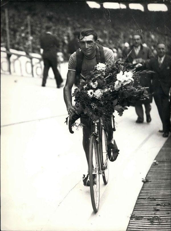 Antonin Magne lors d'une d'une de ses deux victoires sur le Tour de France.
