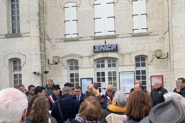 Rassemblement d'élus à Chabanais (Charente) pour la ligne TER Limoges-Angoulême.