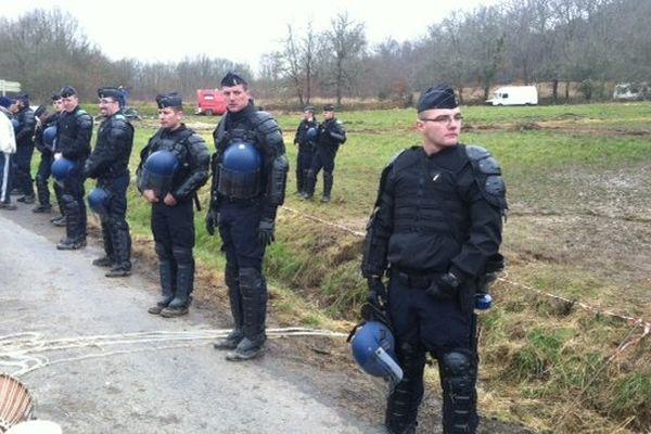Les opposants évacués du site le 27/02/2014
