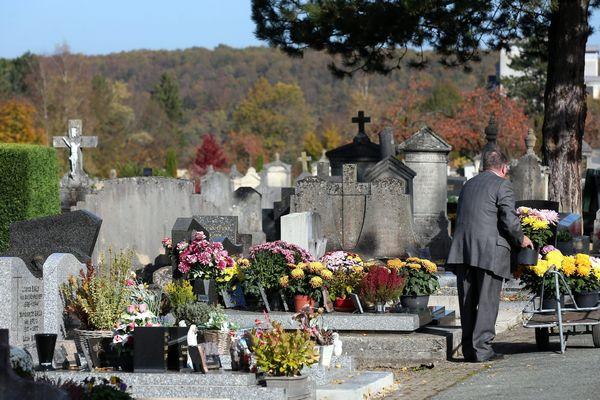 Vous avez peut-être prévu de venir vous recueillir sur la tombe d'un proche. Attention aux voleurs dit la gendarmerie nationale.