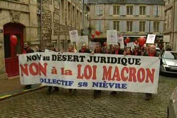 Une centaine de professionnels du droit a défilé à Nevers