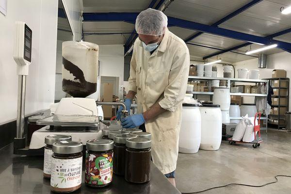 La pâte à tartiner qui contient 40% de chanvre est entièrement fabriquée à la main