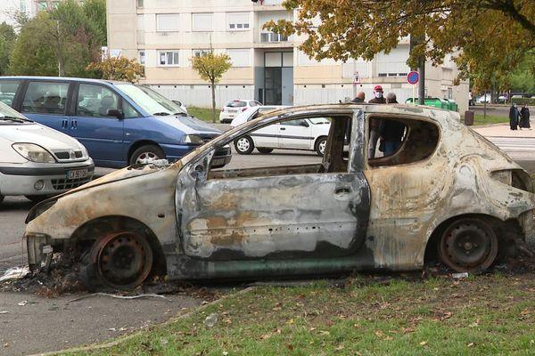 En cette mi-octobre, le quartier de la Petite Hollande à Montbéliard connait des incidents à répétition, la nuit.