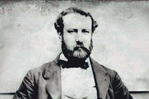 Jules Verne vécut à Amiens la seconde moitié de sa vie et y mourut en 1905, à l'âge de 77 ans.
