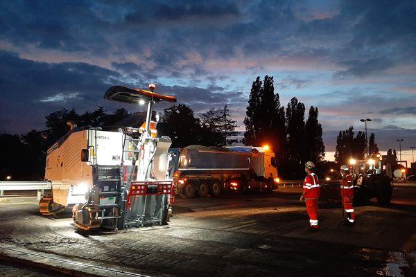 Juillet 2020, un chantier de travaux publics mené par Eurovia sur l'autoroute A 31 entre Metz et Thionville