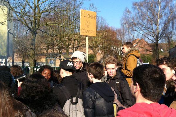Mobilisation au lycée Pasteur de Lille ce jeudi matin.
