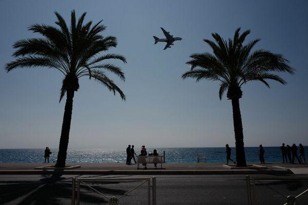 Pour se rendre en Tunisie, en Algérie et au Maroc, il est possible de prendre l'avion.