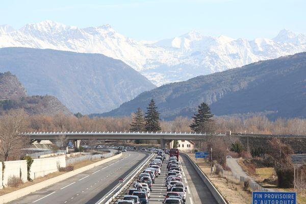 Des bouchons sur l'autoroute pour les départs en vacances. (Illustration)