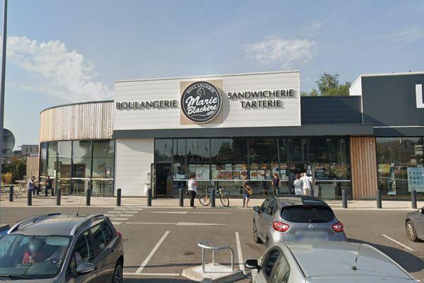 L'enseigne ciblée par les deux braqueurs fait partie de la chaîne de boulangeries Marie Blachère.