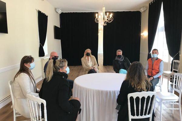 Des propriétaires et gestionnaires de salles de réception se sont réunis ce mercredi 28 avril 2021, au Château d'Hermival (14).