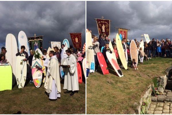 Les surfeurs bénis à Saint-Jean-Trolimon