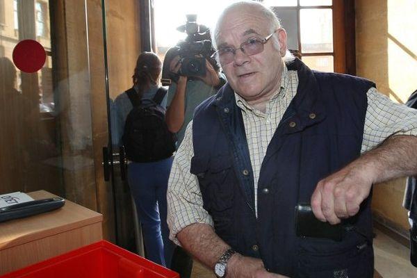 Henri Leclaire arrive au palais de Justice de Metz, le 5 août 2014, pour témoigner au procès de Francis Heaulme, accusé du double meurtre de Montigny-lès-Metz.