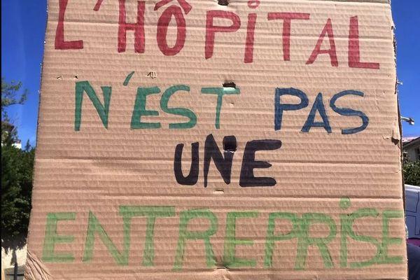 Depuis le début du Coronavirus, l'hôpital de Périgueux, à la peine, a entamé plusieurs mouvements de grève pour demander à travailler dans des conditions décentes
