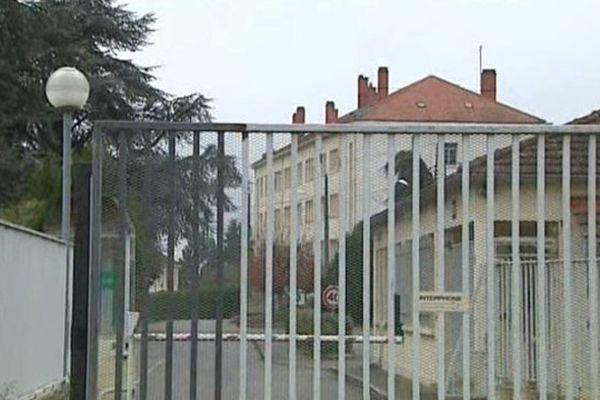 Les migrants seront hébergés dans l'ancienne base aérienne de Varennes-sur-Allier. Les militaires ont quitté les bâtiments l'été dernier.
