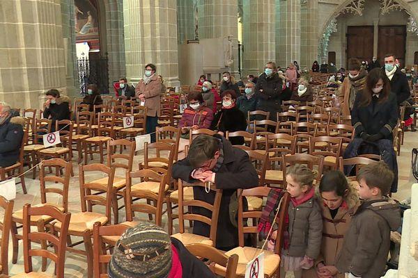 La limite de trente personnes dans les édifices religieux a été levée.