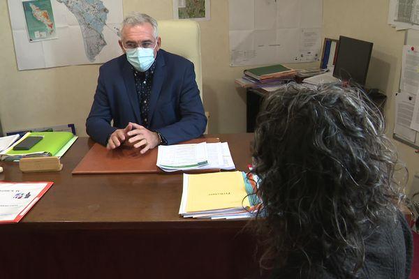 Christophe Sueur, maire de Saint-Pierre d'Oléron, espère que cette loi apaisera les tensions entre voisins