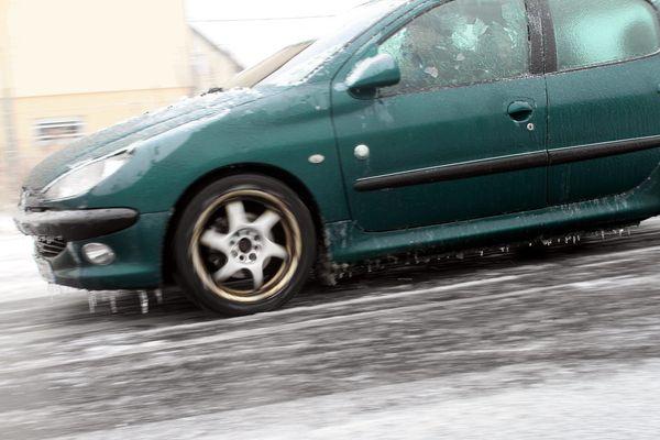 La préfecture du Cantal met en garde les automobilistes sur le risque de pluies verglaçantes, mercredi 20 décembre, à partir de 8H00.