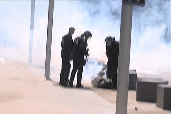 Le manifestant qui a subi les coups d'un représentant des forces de l'ordre hier lors de la manifestation contre la loi Travail a porté plainte pour violences policières.