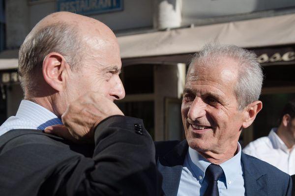 Le 27 Octobre 2016 - Alain Juppé, maire de Bordeaux, candidat aux primaires du parti de droite Les Républicains (LR) était en déplacement a Toulon. A ses côtés, Hubert Falco, maire de Toulon et sénateur du Var qui s'était engagé pour lui.