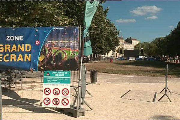 La place Decazes en centre-ville de Libourne peut accueillir jusqu'à 4 000 personnes.
