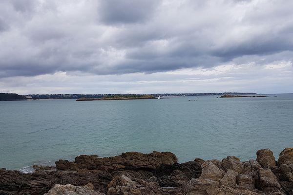 Ciel gris sur Saint-Jacut-de-La-Mer