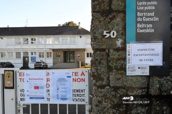 Le lycée public Bertrand du Guesclin est fermé pour deux semaines.