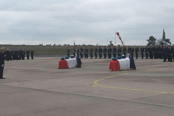 Hommage au pilote Baptiste Chirié et à la navigatrice Audrey Michelon disparus en service commandés dans le crash de leur Mirage 2000D sur la BA 133 de Nancy-Ochey, vendredi 18 janvier 2019.