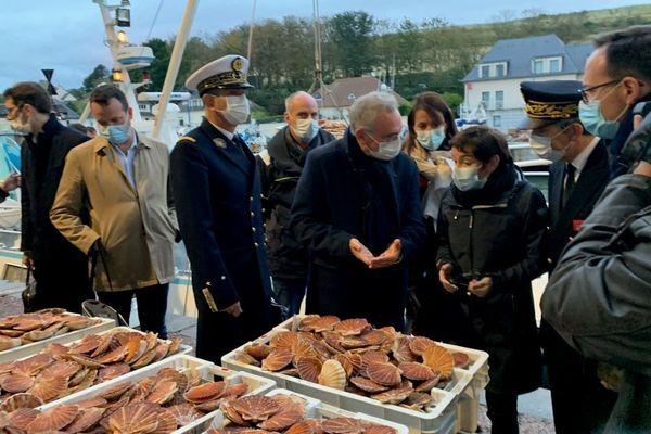 La ministre de la mer, Annick Girardin, ce 15 octobre à Port-en-Bessin pour parler pêche et Brexit.