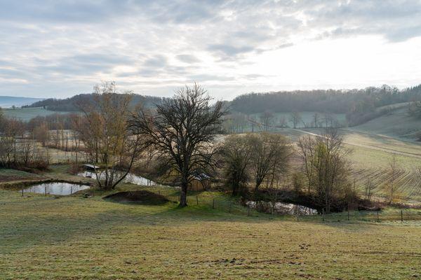 La Ferme des Plaines se trouve au milieu des champs, non loin de Sancey, dans le Doubs.
