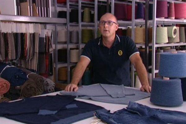 Il a découvert le secret du recyclage des jean's