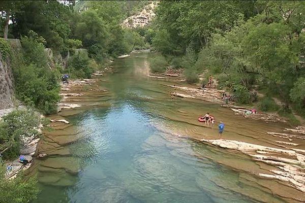 La Vis est un important affluent du fleuve Hérault, paradis des baigneurs et des pêcheurs en Cévennes - Juillet 2018.