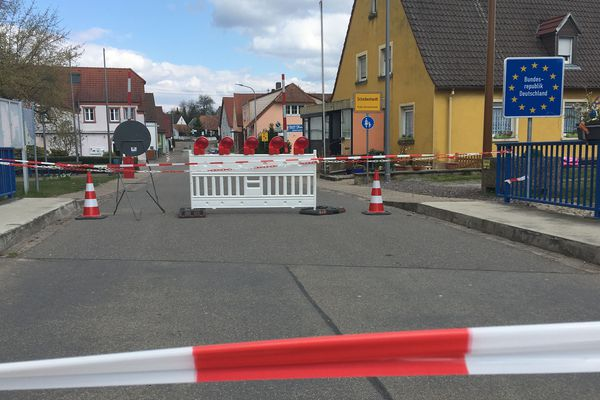 Le pont de Scheibenhard, à la frontière allemande du côté de Lauterbourg est fermé à la circulation, pour cause de coronavirus, une fermeture des frontières qui génère des tensions de part et d'autre du Rhin
