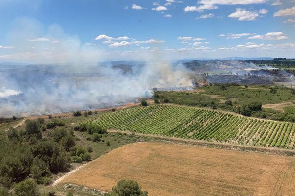 Un important feu de forêt en cours dans le sud de Béziers