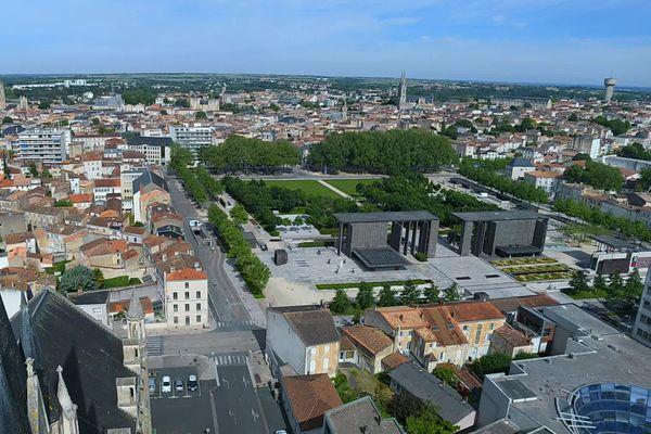 Le parc de la Brèche à Niort, une oasis de fraîcheur en plein centre-ville de Niort.