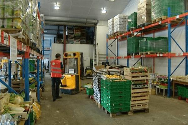Les dons de fruits et légumes sont stockés pour ensuite être redonnés aux associations d'aide alimentaire