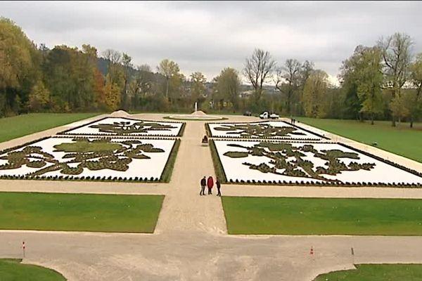 Le parterre Est du jardin d'Ancy-le-Franc (89)