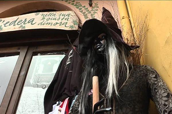 Les sorcières font la notoriété de ce village italien situé à une cinquantaine de kilomètres de Menton.