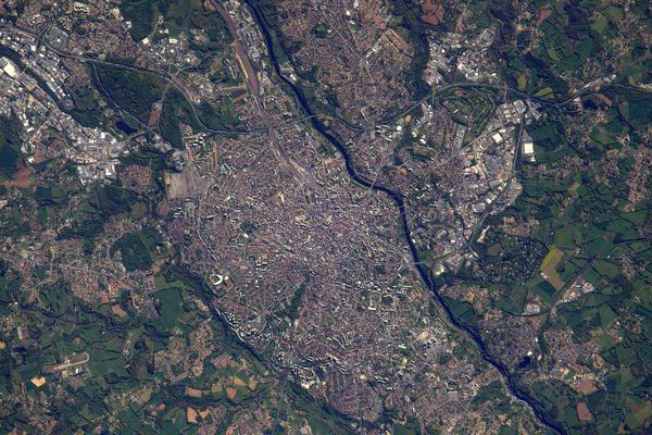 """Vu du ciel, Limoges est """"compacte"""". Mais vu dans le sol, Limoges est un gruyère !"""