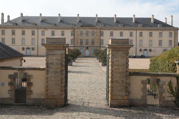 Le Centre national du costume de Scène à Moulins dans l'Allier rouvre pour la première fois depuis le début du confinement. Pendant quatre jours, l'accès sera gratuit à partir du 21 mai 2020.