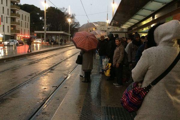 De fortes perturbations sur les lignes de tramway ce lundi matin en raison des intempéries - 8 janvier 2017