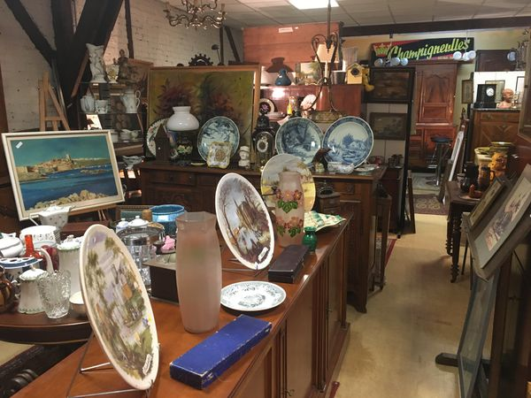 Les magasins d'antiquités, un petit coup d'œil dans le rétroviseur et de belles surprises. Le grenier de Saint Lié à Charleville-Mézières.