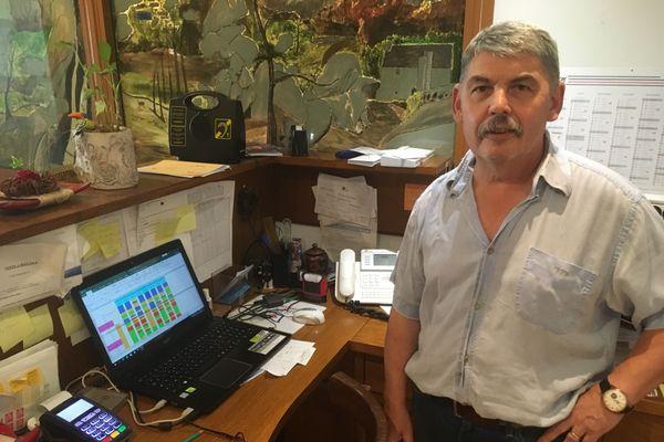 Patrick Le Scraign, hôtelier-restaurateur à Huelgoat, a encore des chambres libres dans les prochaines semaines
