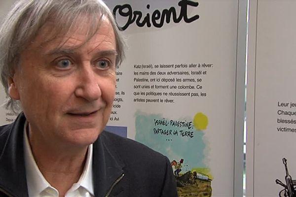 """Le dessinateur Plantu est le commissaire de l'exposition """"Dessins pour la paix"""" présentée jusqu'au 24 novembre à l'université de Caen"""