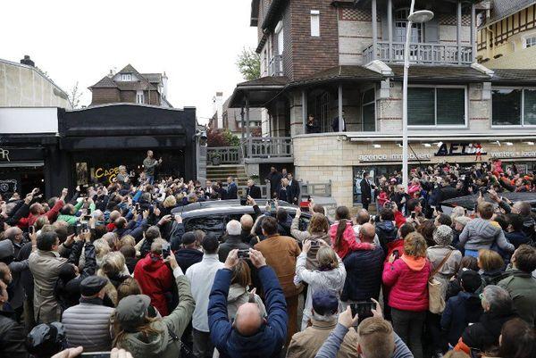 Une foule dense attendait le candidat.