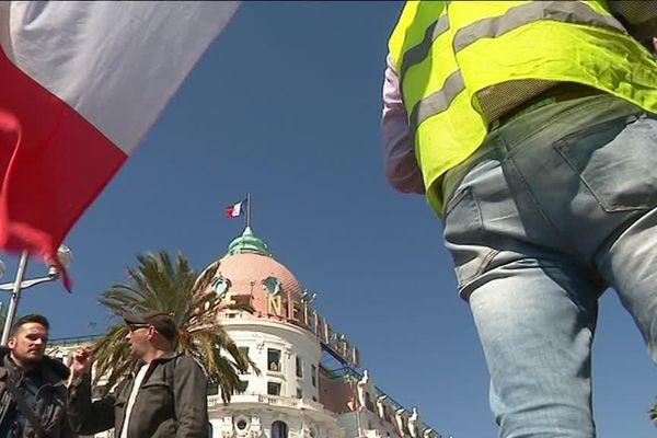 Gilets jaunes, à Nice, devant le Negresco, le 21 mars 2019