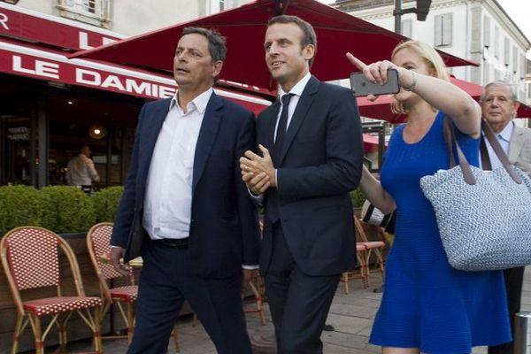 Au soir du second tour de la Primaire de la gauche qui a vu la victoire de Benoit Hamon, le député socialiste du Cantal Alain Calmette (à gauche) a annoncé qu'il se rangeait derrière Emmanuel Macron pour l'élection présidentielle de 2017.