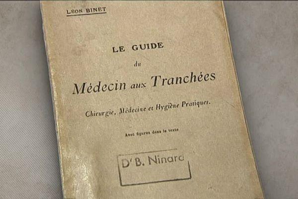 """""""Le guide du médecin aux tranchées"""". Livre de médecine de guerre - Musée de la Chirurgie de Myennes"""