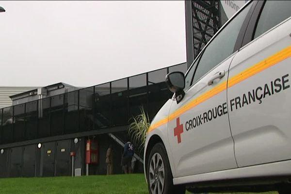 80 migrants sont relogés provisoirement dans la nouvelle salle des fêtes de Mondeville.